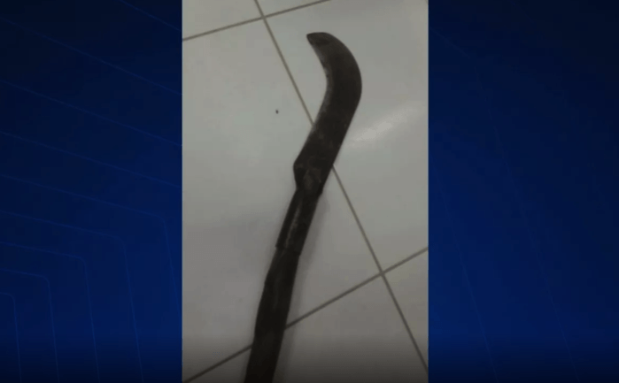 Photo of Homem tenta matar esposa com golpes de foice no Maranhão