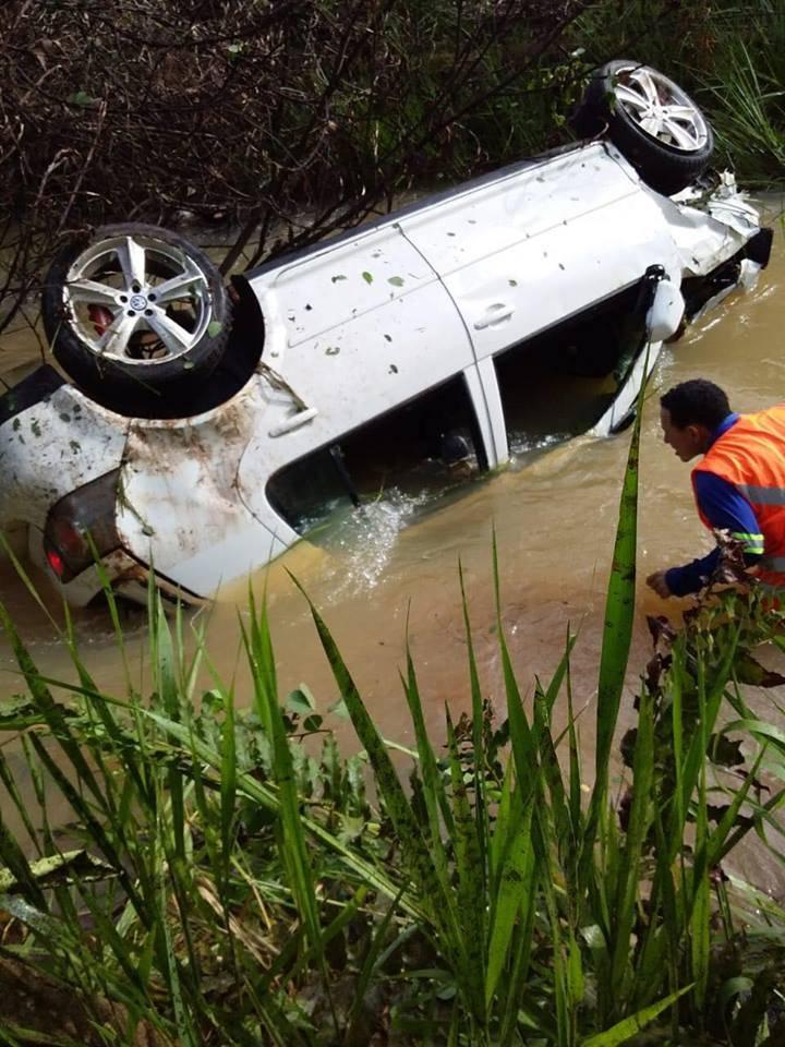 Photo of Passageiro morre após veículo perder o controle e cair dentro de riacho
