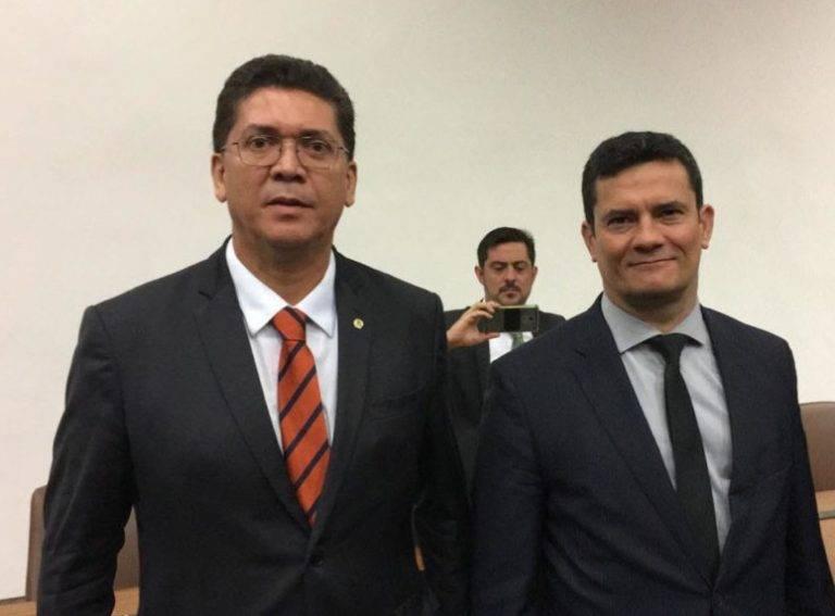 Photo of Secretário de Segurança do MA debate lei anticrime com Ministro Sergio Moro em DF