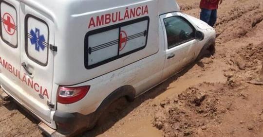Photo of Ambulância atola e mulher perde gêmeos no interior do Maranhão