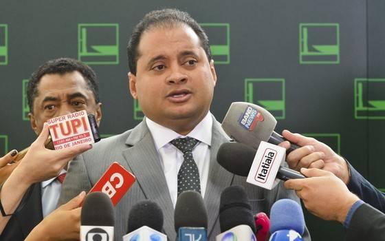 Photo of Weverton Rocha denuncia governo Bolsonaro por tentativa de isolar o Maranhão