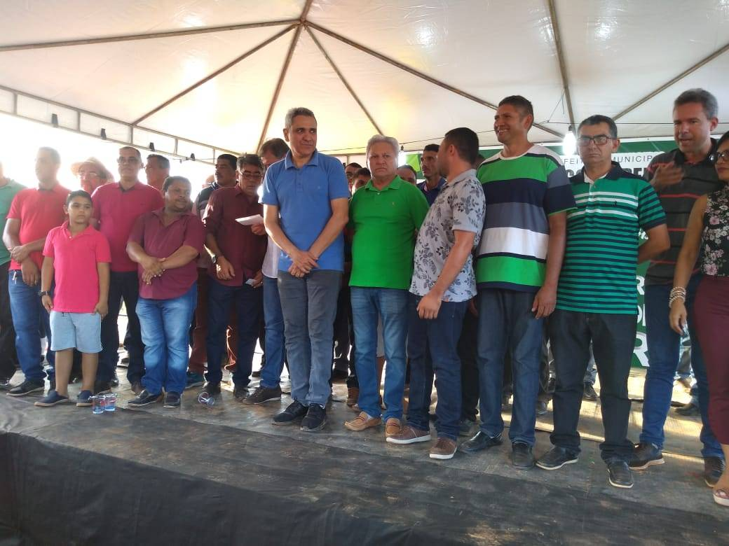 Photo of Sem obras para inaugurar prefeito de Lago da Pedra resolve inaugurar reparos em estrada vicinal