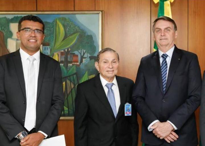 Photo of Chico Carvalho e Lahesio são bem recebidos por Jair Bolsonaro e Luciano Bivar em DF