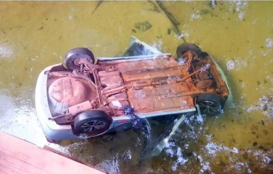 Photo of Veículo apaga em subida, cai em riacho e mata duas pessoas, em Morros (MA)