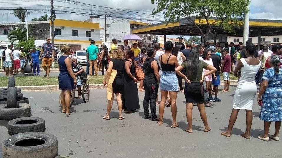 Photo of Familiares de jovem morto em operação da PM fecham avenida em São Luís (MA)