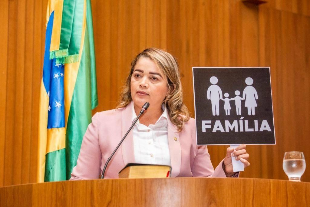 Photo of Mical Damasceno inicia trabalhos na Assembleia Legislativa defendendo a Família