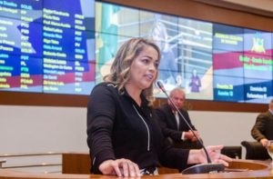 Em parceria com deputados, Mical Damasceno propõe redução de 50% no salário dos parlamentares do Maranhão para auxiliar na crise do coronavírus