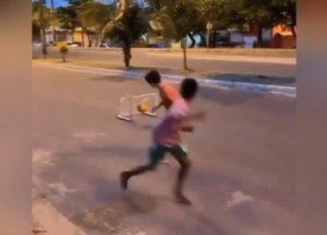 Santos convida garoto que viralizou em vídeo no Maranhão para teste em escolinha