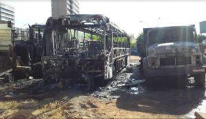 Caçambas, ônibus e máquina da Prefeitura de Imperatriz são alvos de incêndio criminoso