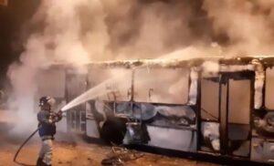 Criminosos incendeiam ônibus em Imperatriz e tentam colocar fogo em uma escola