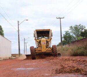 Após solicitação de Chico Carvalho estrada que liga bairro Maracujá a BR-135 é pavimentada