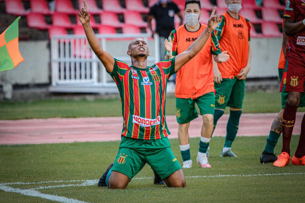 Sampaio Corrêa se impõe no Castelão, vence o Figueirense e sobe para o nono lugar da Série B