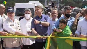 Bolsonaro inaugura ponte na divisa do MA com PI e recebe título de cidadão imperatrizense em Imperatriz